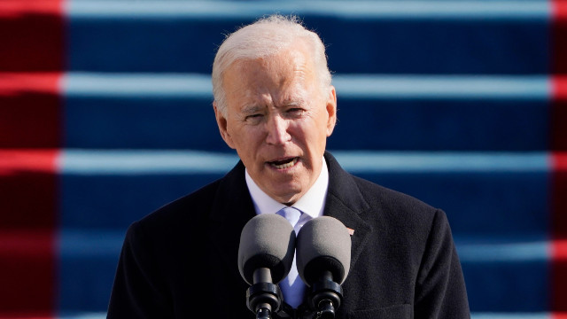 President Biden Thinks Over Vaccine Travel Mandates As Migrants With COVID Cross Are Let Across Border